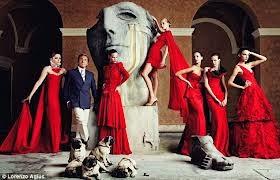 Tutta la magia di Valentino a Londra con la mostra 'Valentino: Masterof Couture'