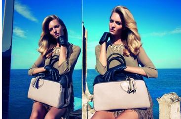 Camilla Akrans e Theres Alexandersson rispettivamente fotografa e modella per Twin Set