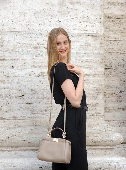 Eva Riccobono sceglie la Peekaboo Mini di Fendi