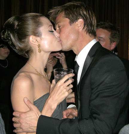 Sembra avvicinarsi la data delle nozze tra Angelina Jolie e Brad Pitt