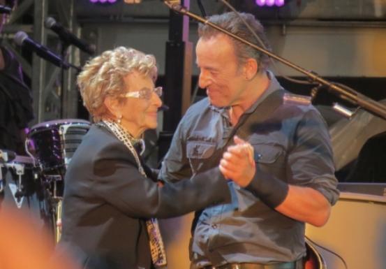 Il Boss e la mamma insieme sul palco a Londra
