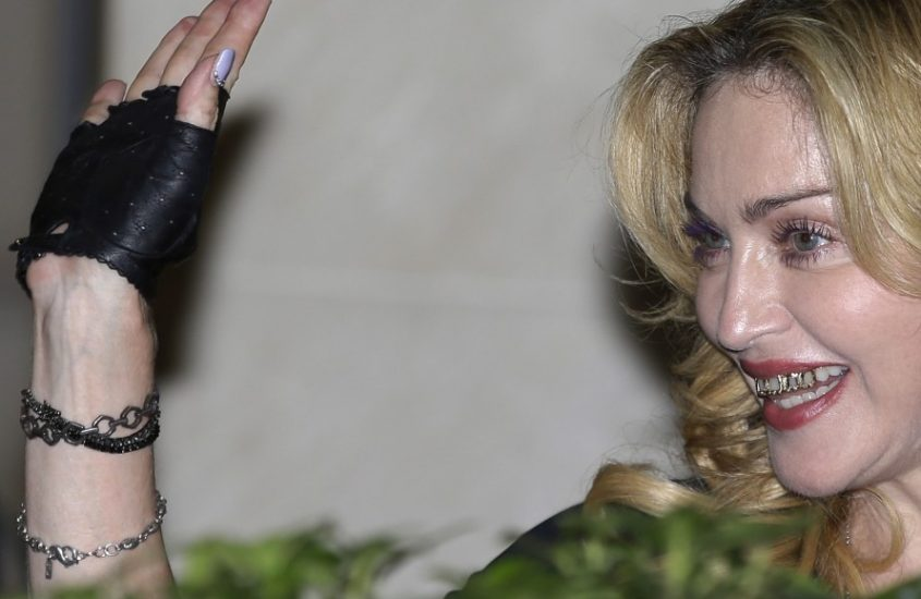 Madonna arriva a Roma e lancia in Italia la grillz-mania