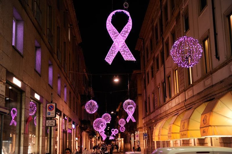 Montenapoleone si illumina di rosa per lotta tumore al seno