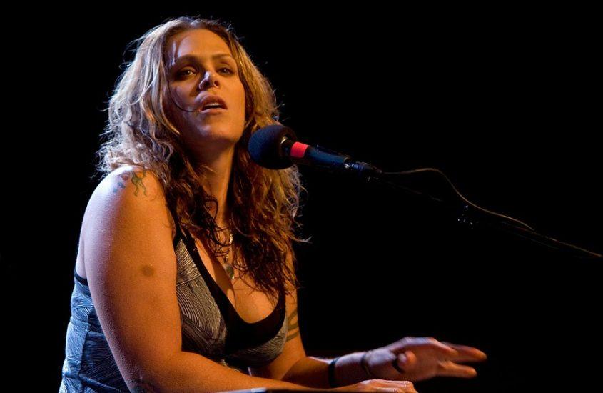 La voce roca e intensa di Beth Hart arriva in Italia