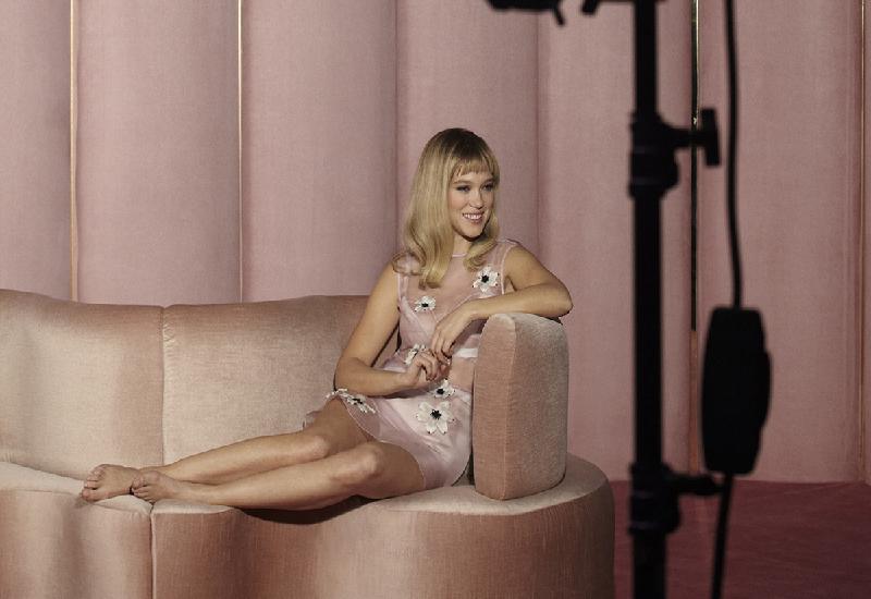 Lea Seydoux è il volto campagna Candy Floreale, la nuova essenza di Prada