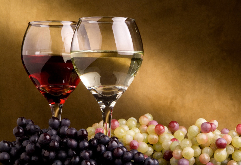 Gli italiani bevono meno, ma meglio
