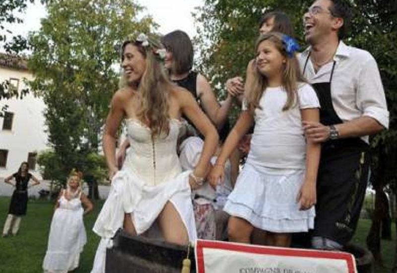 In Veneto si vendemmia in costume tradizionale