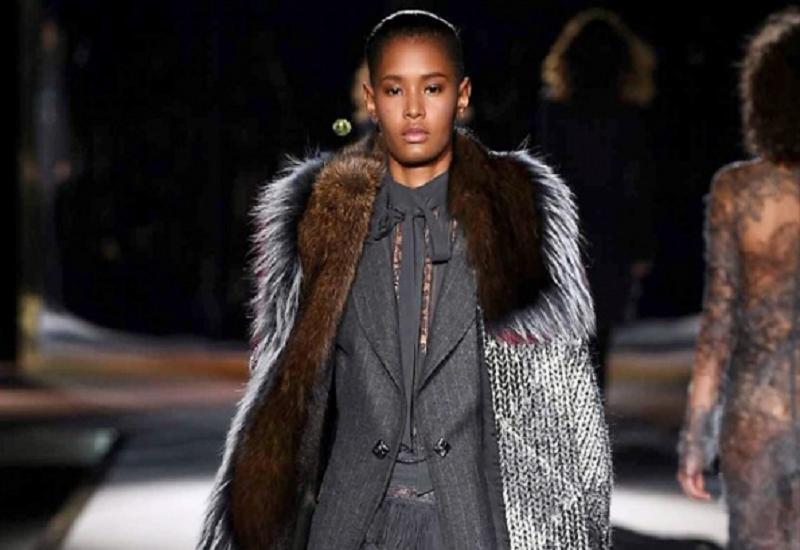 Milano Moda Donna decreta che per l'inverno 2016, la tendenza vedrà sovrapposizioni, molta normalità ed un tocco di romanticismo