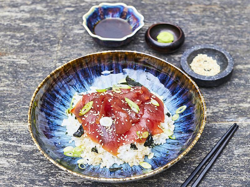 Riso e tonno a pinne gialle marinato alla giapponese